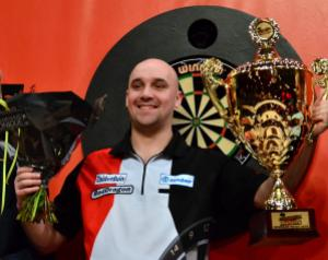 Jamie claiming the 2014 Zuiderduin Masters title. www.wdo.org.uk