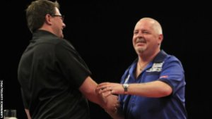 Wade and Thornton after their epic double-nine-darter encounter. Image: Peter Lustig, PDC